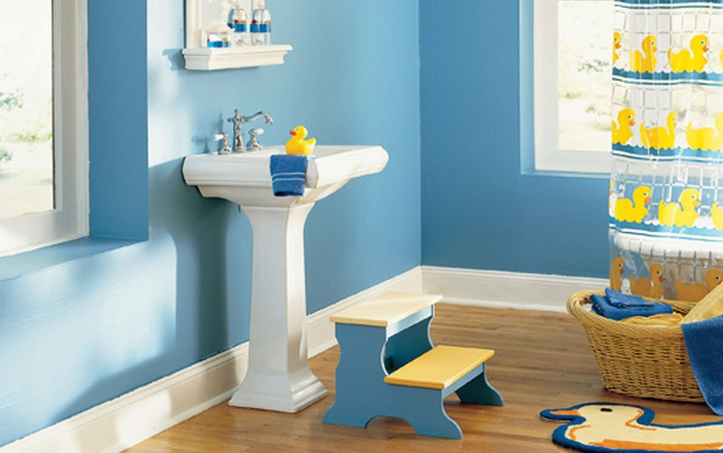 Sweety-Blue-Kids-Bathroom-Ideas-With-Wooden-Flooring-Also-Blue-Wall-Paint-Color-And-White-Washbasin-With-Wall-Mounted-Mirror-Also-Duck-Pattren-Duck-Curtain-Duck-Mat-And-Duck-Dool